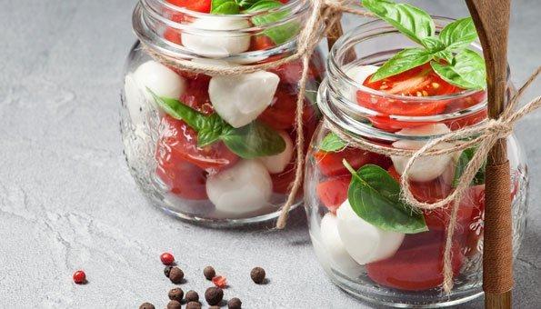 salat rezepte zum mitnehmen schnell einfach und to go. Black Bedroom Furniture Sets. Home Design Ideas