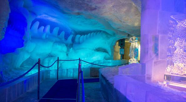 Ausflugsziele Schweiz Winter: Winterausflug in den Eispavillon auf dem Mittelallanin in Saas Fee