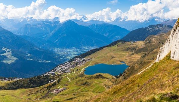 Badessen Schweiz: Schwimmen mit Aussicht im Bettmersee