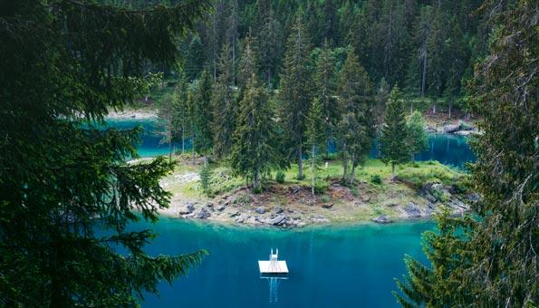 Der Caumasee ist einer der Schönsten Badeseen der Schweiz