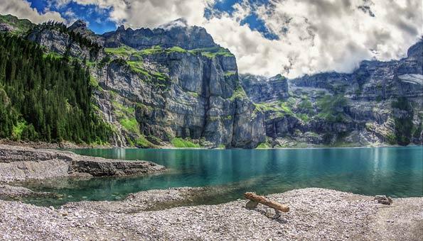 Badeseen Schweiz: Traumhafte Aussichten am Oeschinensee