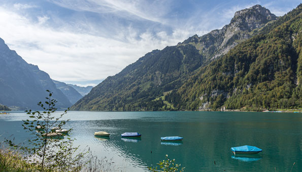 Badeseen Schweiz: Der Klöntalersee im Kanton Glarus