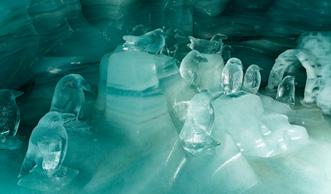 Frostiges Vergnügen: Eispaläste zeigen traumhafte Winterwelten