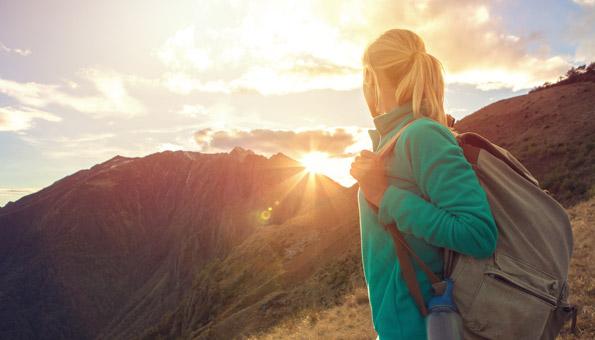 Herbstwandern in der Schweiz in den Bergen oder durch Wälder