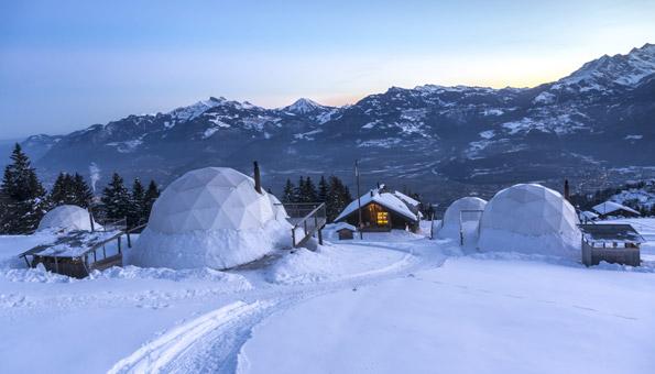 Reiseziel Schweiz: Igludorf in den Bergen