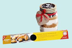 Last-Minute-Geschenke: Coole Ideen für nachhaltiges Schenken. Backfolie und Guetzli im Glas.
