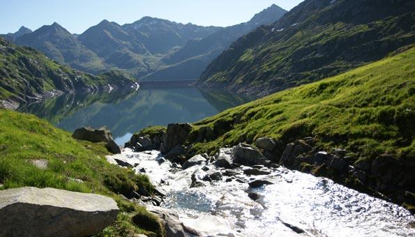 Vier-Quellen-Weg im Gotthardmassiv: Wandern zu den Quellen unserer Flüsse