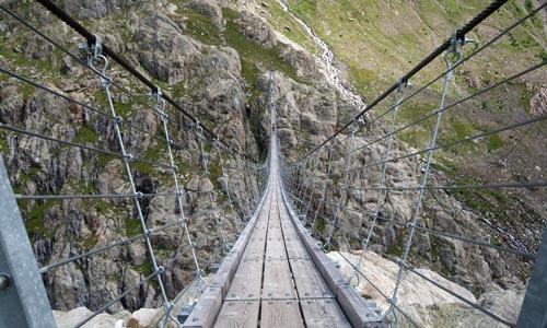 Die Trift-Brücke in Innertkirchen im Berner Oberland