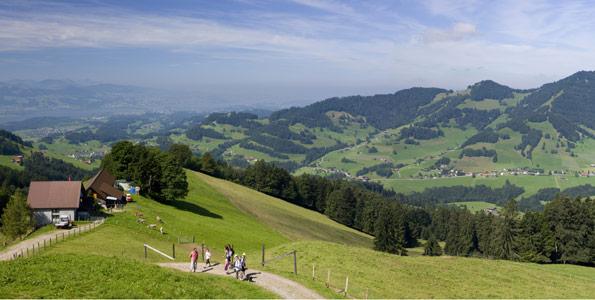 Der Zweite Tag dieser Wanderung im Zürcher Oberland führt zum Atzmännig und Hüttkopf.