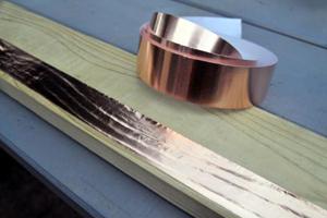 Kupferband am Hochbeet schützt vor Schnecken