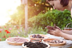 Seedballs und Samenbomben selber machen mit Erde, Lehm, Kompost, Samen und Wasser