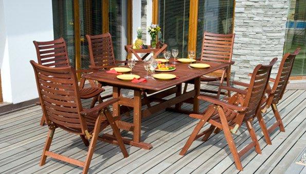 Teakholzmöbel  Teakmöbel pflegen für die neue Saison im Garten und auf dem Balkon