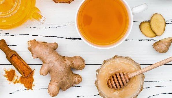Honig, Ingwer und Kurkuma machen Goldene Milch so gesund.