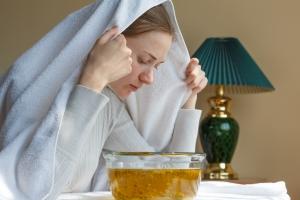 Inhalieren hilft gegen Halsschmerzen