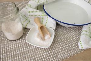 Hausmittel gegen Schnupfen: Dampfbad mit Salzwasser
