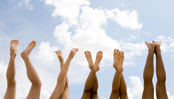 Hausmittel und Tipps gegen Hitze, barfuss, schuhe ausziehen
