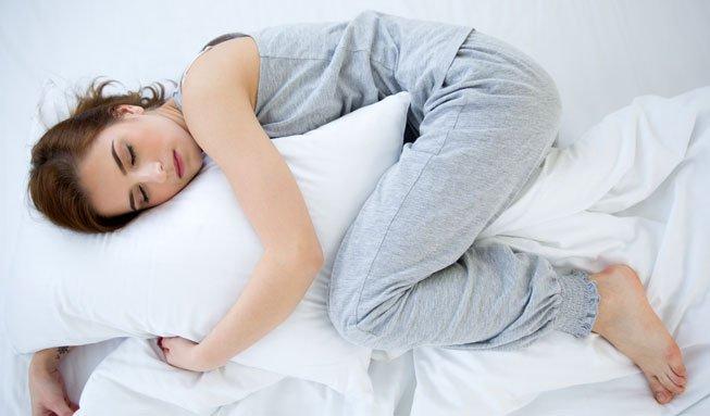 Natürliches Schlafmittel: Besser schlummern mit Zirbenkissen