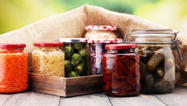 Gläser sterilisieren: 3 einfache Methoden & clevere Tipps