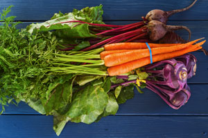 9 geniale Lifehacks für den Haushalt: Das Grünezeug vom Gemüse verwerten