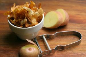 Chips aus Kartoffelschalen
