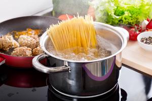 Strom sparen mit den richtigen Töpfen beim Kochen