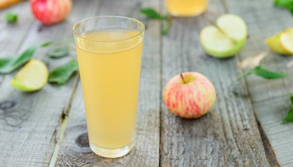 Apfelessig trinken für reine Haut.
