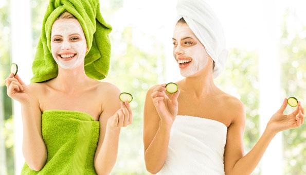 Natürliche Gesichtsmasken selber machen: Rezepte für jeden Hauttyp