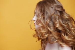 Diese DIY-Haarkuren bringen mehr Glanz in deine Mähne