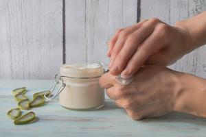 Aloe Vera Gel gegen trockene Hände