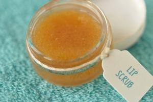 Lipbalm selber machen mit Honig