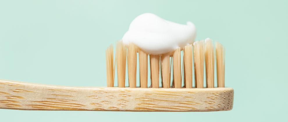 Ist Zahnpasta ohne Fluorid wirklich gesünder?