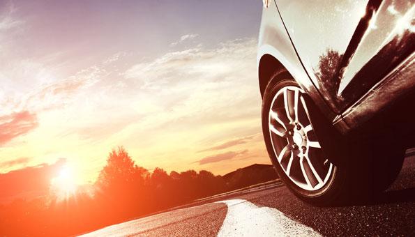 Das Auto der Zukunft wird von Solarenergie oder Wasserstoff angetrieben.