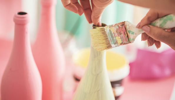 Basteln mit Flaschen und Farben