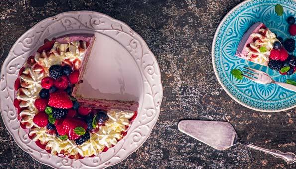 Selbstgemachter Kuchen mit Beeren