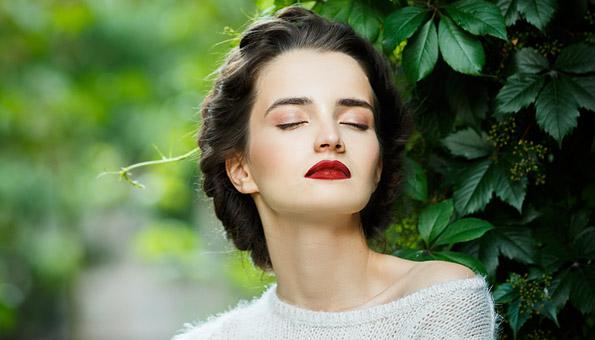 Frau mit Make Up ganz natürlich