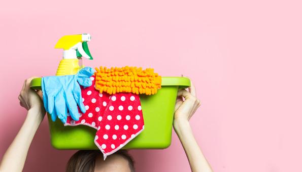 Putzmittel und Tücher zum Reinigen und Putzen