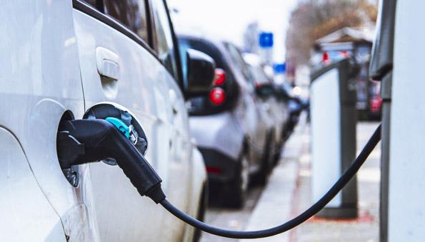 Bund schnürt Massnahmenpaket für E-Autofahrer