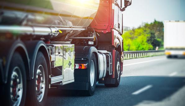 Lastwagen auf Strasse