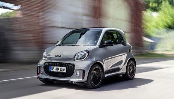 Der Smart ist jetzt vollelektrisch und als Cityflitzer gehört er zu den Top Elektroautos 2020
