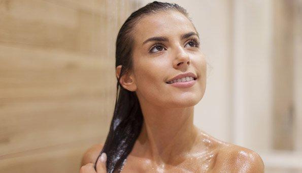 Arganöl: Wie es die Haare gesund pflegt und schützt