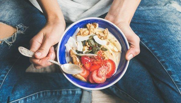 Lebensmittel können dazu beitragen, fettige Haut zu bekämpfen