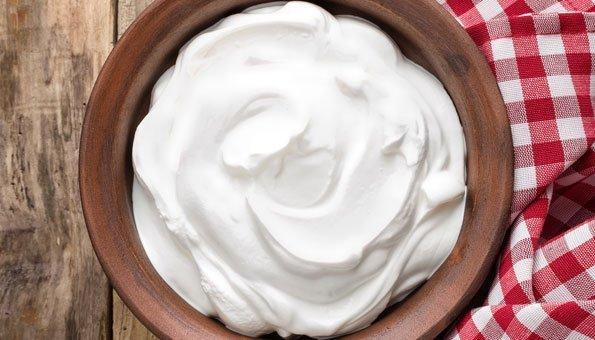 Joghurt hilft gegen fettige Haut