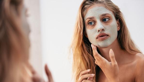 Gesichtsmasken selber machen: Rezepte für natürliche Pflege