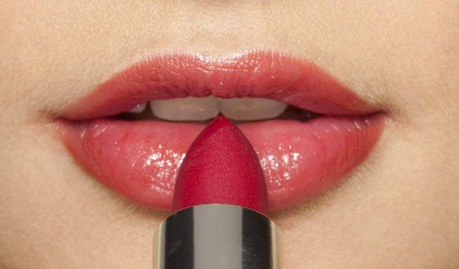 6 häufige Schadstoffe in Lippenstift und wie man sie umgeht