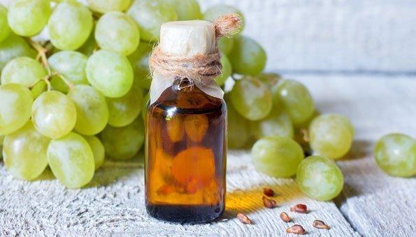 Als Alternative zu Mandelöl bietet sich auch Traubenkernöl für Ihren Lippenstift an.