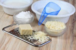 Mit Seifenflocken Seife selber machen