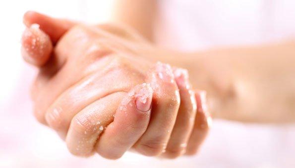 Handpeeling selber machen: Rezepte mit Zucker, Salz und Öl
