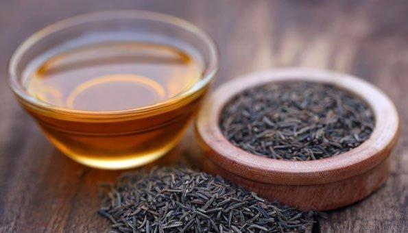 Mit Schwarzkümmelöl desinfzieren Sie die Haut und reinigen so auch die Poren.