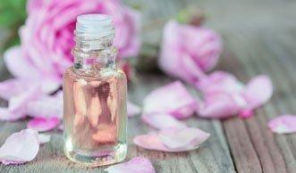 Blumige Erfrischung: Rosenwasser selber machen