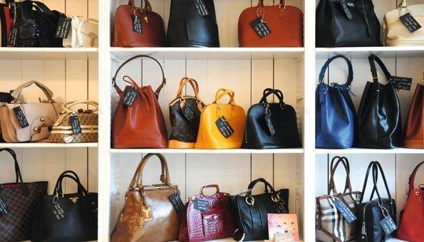 Designertaschen zu günstigen Preisen können Sie hier auch online shoppen.